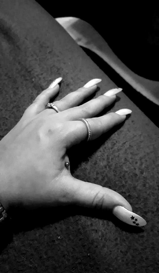handpiercing-blackwhite